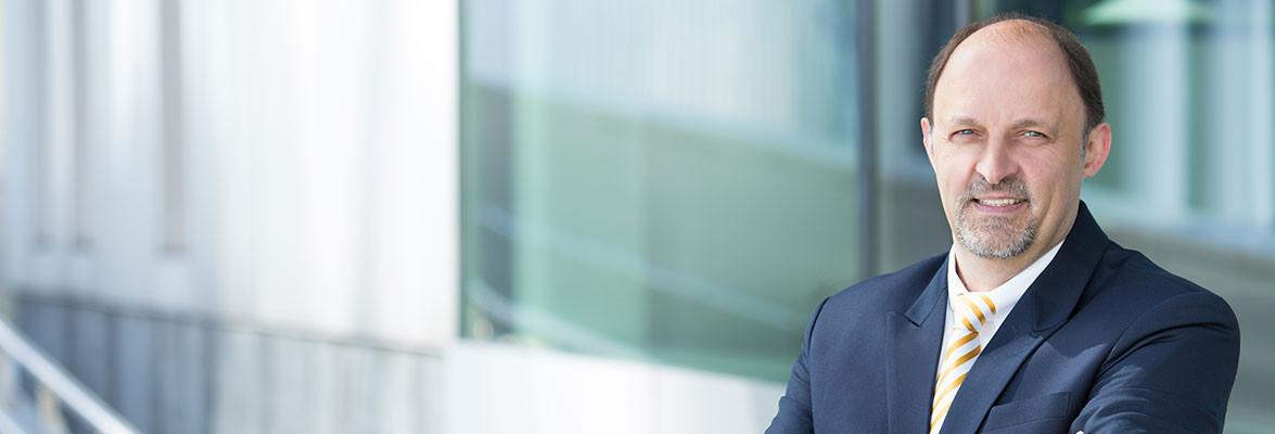 Ralf Höfer – Rechtsanwalt für Familienunternehmen in Kiel